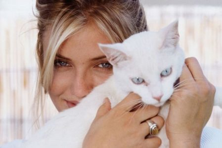 Cameron Diaz with her cat