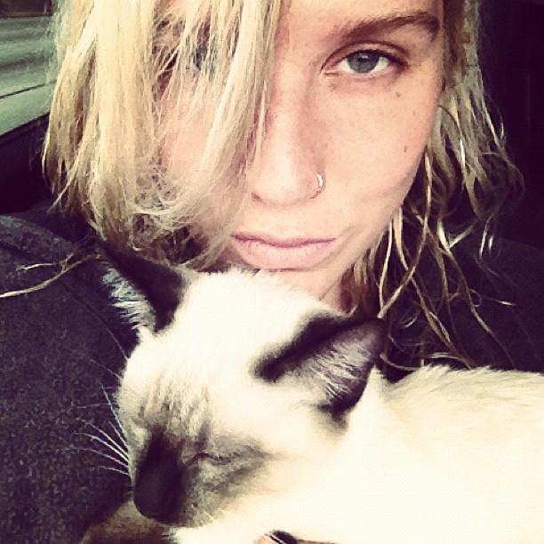 Ke$ha holding her cat Mr. Peep$