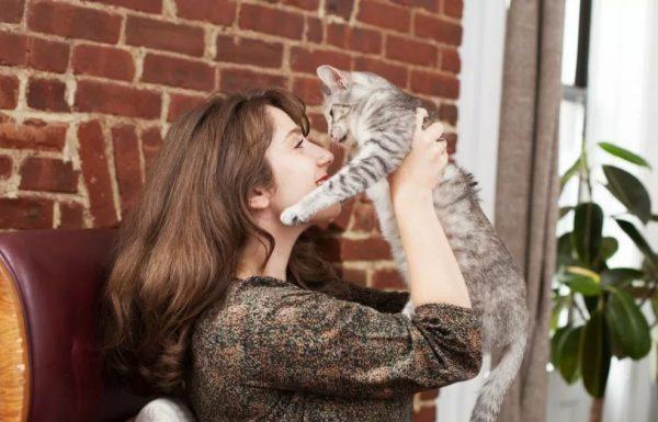 Cat lady: Theadora Paulucci & her cat, Cleo