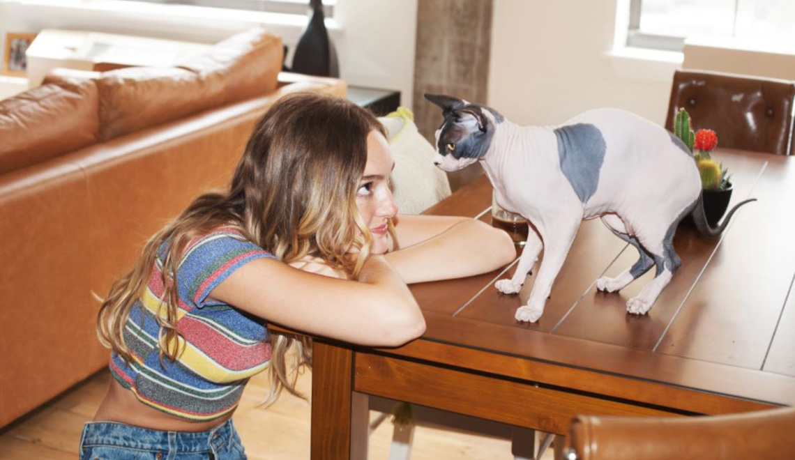Meet the Photographer Behind Girls and their Cats!